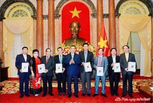 Các nhà tài trợ hội nghị APEC nhận bằng khen