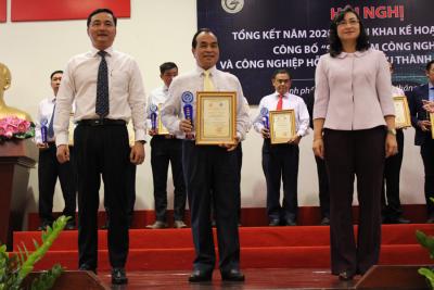 Ông Nguyễn Đặng Hiến, Tổng Giám đốc Bidrico, nhận Chứng nhận Sản phẩm công nghiệp và công nghiệp hỗ trợ tiêu biểu TP HCM năm 2020