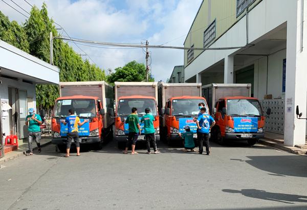 Công tác chuẩn bị chuyển nước tài trợ đến bệnh viện dã chiến số 10