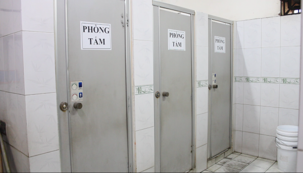 Khu vực phòng tắm sạch sẽ, thoáng mát