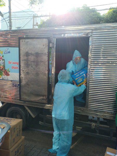 Bidrico đồng hành cùng các nhóm thiền nguyện gửi nước chanh muối Restore đến bệnh viện Thủ Đức